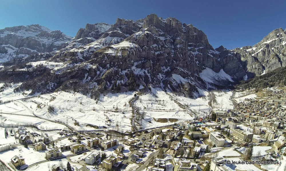 06-leukerbad-dorf-winter2.jpg
